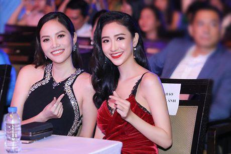 """""""Chi em"""" A hau Ha Thu - Dieu Linh tai xuat tham do bang phong cach goi cam - Anh 6"""