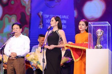 """""""Chi em"""" A hau Ha Thu - Dieu Linh tai xuat tham do bang phong cach goi cam - Anh 7"""