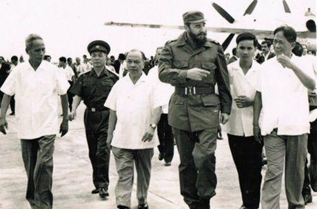 Lanh tu Cuba Fidel Castro va cau noi bat hu voi nguoi dan Viet Nam - Anh 1