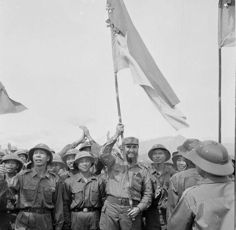 Lanh tu Cuba Fidel Castro va cau noi bat hu voi nguoi dan Viet Nam - Anh 2