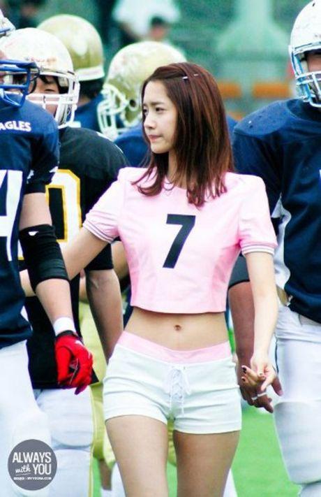 Nguoi dep 'co huong' Yoon Ah bat ngo duoc khen body nhu bup be - Anh 3