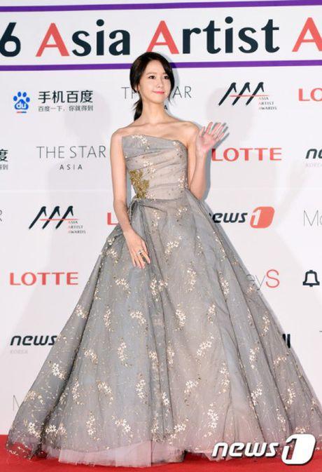 Nguoi dep 'co huong' Yoon Ah bat ngo duoc khen body nhu bup be - Anh 7