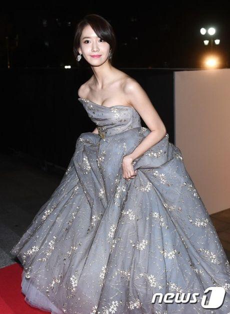 Nguoi dep 'co huong' Yoon Ah bat ngo duoc khen body nhu bup be - Anh 8