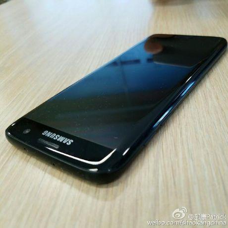 Galaxy S7 Edge den bong lo anh thuc - Anh 1