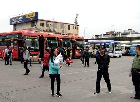 Ha Noi: Tang cuong hon 2.600 xe phuc vu nhu cau di lai trong dip Tet - Anh 1