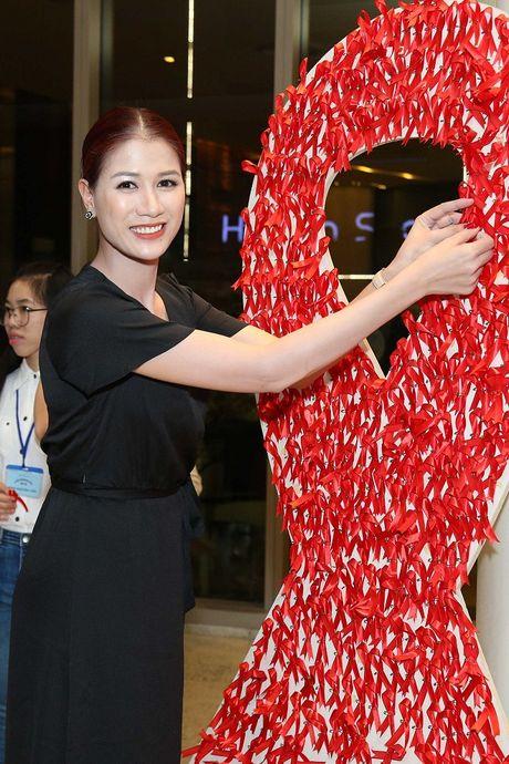 Ngoc Thanh Tam cung dan sao Viet keu goi chong phan biet doi xu voi nguoi nhiem HIV - Anh 9