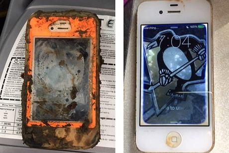 iPhone 4 roi xuong nuoc bong dung song lai sau 1 nam - Anh 1