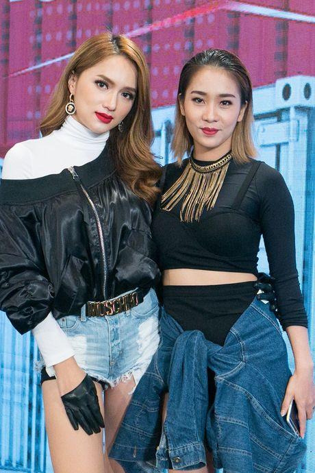 Huong Giang Idol ket hop cung Trinh Thang Binh 'dai nao' The Remix 2017 - Anh 1