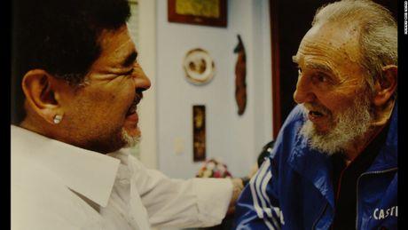 Hinh anh cuoi doi cua co Chu tich Fidel Castro qua ong kinh con trai - Anh 2