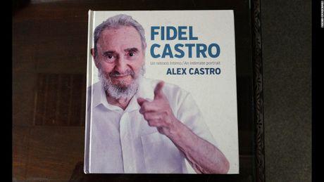 Hinh anh cuoi doi cua co Chu tich Fidel Castro qua ong kinh con trai - Anh 4