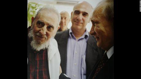 Hinh anh cuoi doi cua co Chu tich Fidel Castro qua ong kinh con trai - Anh 7