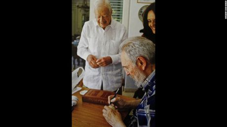 Hinh anh cuoi doi cua co Chu tich Fidel Castro qua ong kinh con trai - Anh 9