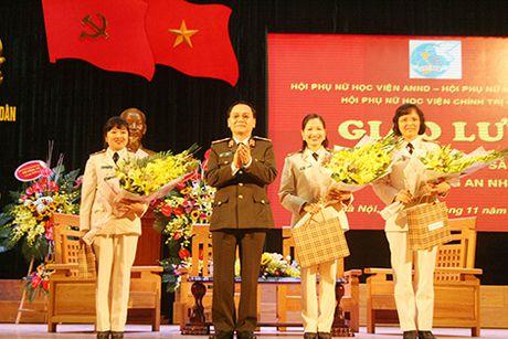 Nu Trung ta duoc vinh danh 'Phu nu tieu bieu Bo Cong an' - Anh 1