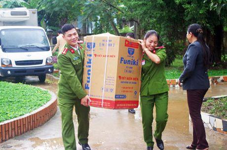 Truong Trung Cap Canh sat Vu Trang se chia kho khan voi dong bao mien Trung - Anh 2