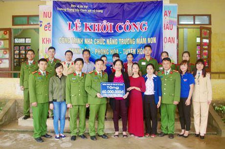 Truong Trung Cap Canh sat Vu Trang se chia kho khan voi dong bao mien Trung - Anh 4