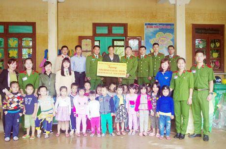 Truong Trung Cap Canh sat Vu Trang se chia kho khan voi dong bao mien Trung - Anh 5