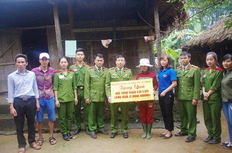 Truong Trung Cap Canh sat Vu Trang se chia kho khan voi dong bao mien Trung - Anh 6