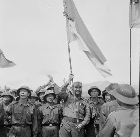 Lanh tu cach mang Fidel Castro: 'Vi Viet Nam, Cuba san sang hien dang ca mau cua minh' - Anh 1