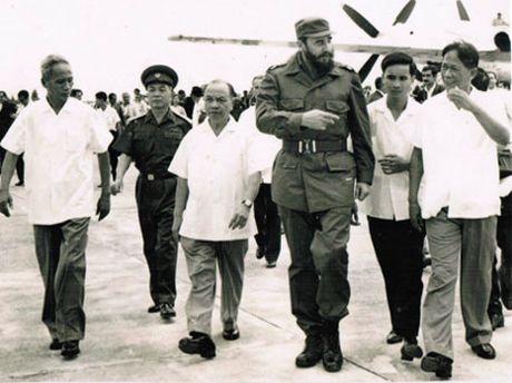 Lanh tu cach mang Fidel Castro: 'Vi Viet Nam, Cuba san sang hien dang ca mau cua minh' - Anh 6