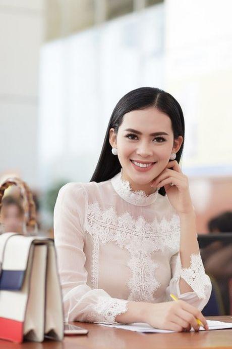 Hoa hau Sang Le tung hung giup thi sinh Miss Hutech khoi run - Anh 5