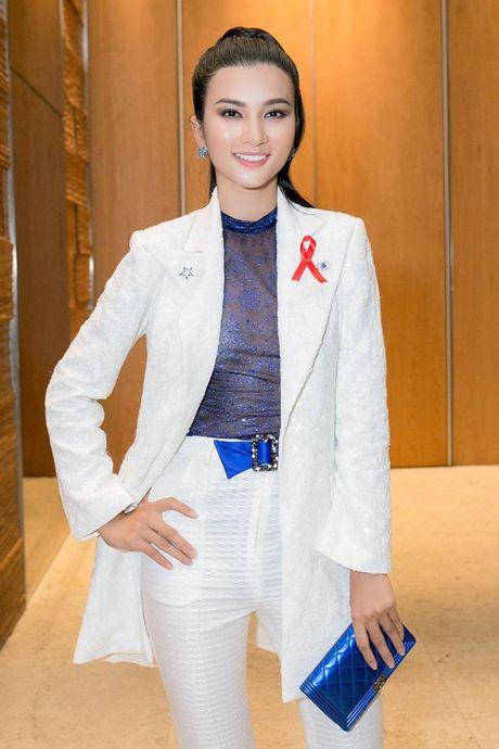 Kim Tuyen kin dao thanh lich van cuon hut - Anh 1