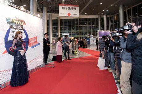 Chi Pu duoc don chao nong nhiet tai WebTVAsia Awards 2016 - Anh 4