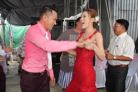 Chu re Thien Bao cung co dau Kim Yen nhay tung bung trong le cuoi - Anh 10