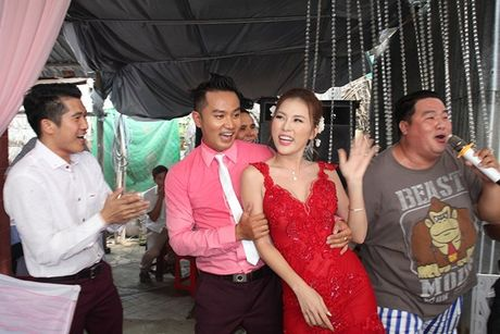 Chu re Thien Bao cung co dau Kim Yen nhay tung bung trong le cuoi - Anh 11