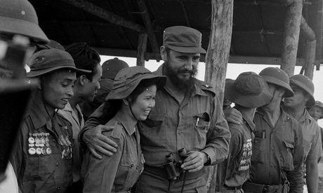 Chuyen cam dong ve Fidel Castro bat khoc truoc mot co gai Viet Nam - Anh 1