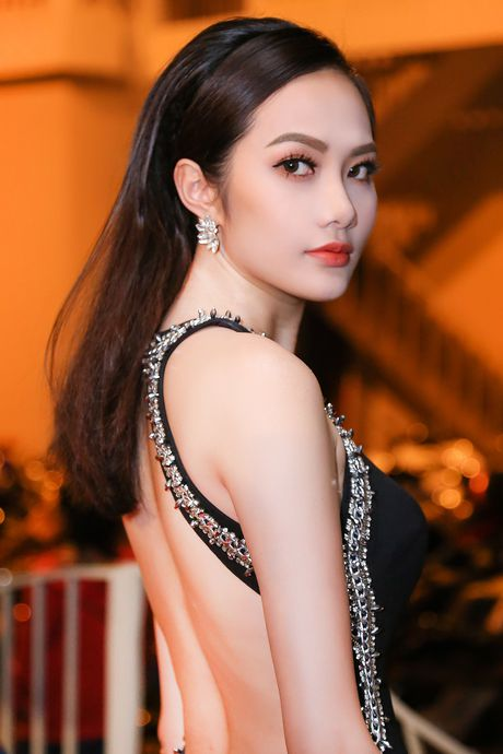 Nguoi dep Ha Thu, Dieu Linh goi cam voi sac den - do - Anh 4