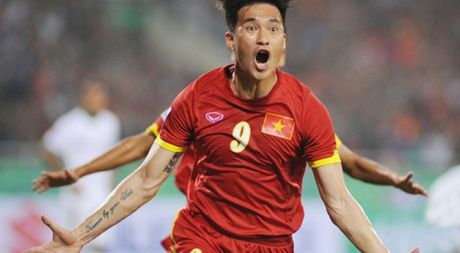 TRUC TIEP AFF Cup: Viet Nam – Campuchia: Dinh Luat bi the do, Cong Vinh ghi ban - Anh 1