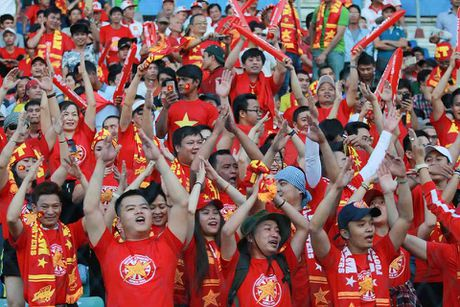 TRUC TIEP AFF Cup: Viet Nam – Campuchia: Dinh Luat bi the do, Cong Vinh ghi ban - Anh 2