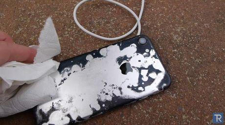 Hai hung iPhone 7 'hap hoi' trong axit sieu manh - Anh 5