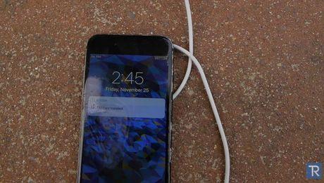 Hai hung iPhone 7 'hap hoi' trong axit sieu manh - Anh 6