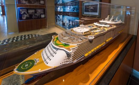 Allure of the Seas: Tau khach xa hoa, long lay bac nhat the gioi - Anh 1