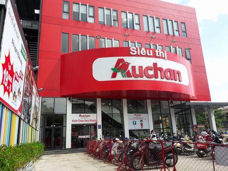 Sieu thi Auchan bi nguoi tieu dung khieu nai ban hang het han su dung - Anh 3