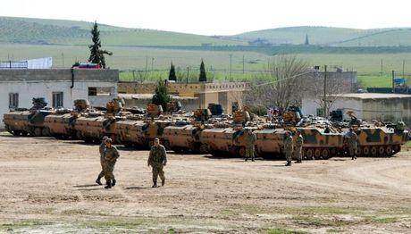 Chien su Syria: Tho Nhi Ky ton that 17 binh si va 30 xe thiet giap (video) - Anh 1