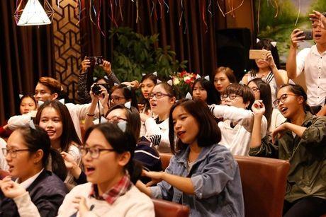 Lan Khue 'dung hinh' khi bi fan Ha Noi 'chat chem' - Anh 10