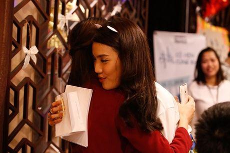 Lan Khue 'dung hinh' khi bi fan Ha Noi 'chat chem' - Anh 11