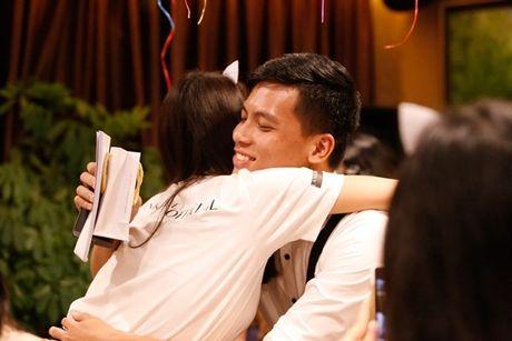 Lan Khue 'dung hinh' khi bi fan Ha Noi 'chat chem' - Anh 12