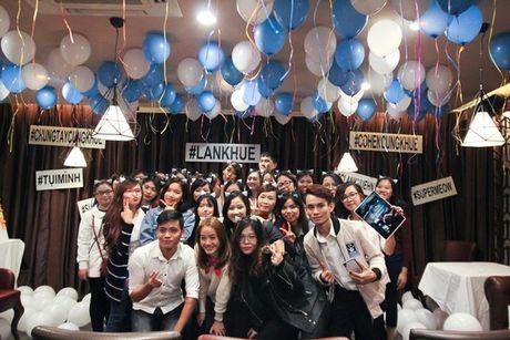 Lan Khue 'dung hinh' khi bi fan Ha Noi 'chat chem' - Anh 17
