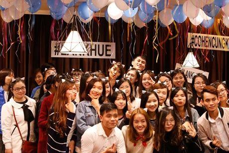 Lan Khue 'dung hinh' khi bi fan Ha Noi 'chat chem' - Anh 18