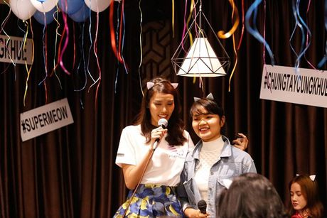 Lan Khue 'dung hinh' khi bi fan Ha Noi 'chat chem' - Anh 3