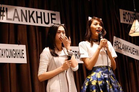 Lan Khue 'dung hinh' khi bi fan Ha Noi 'chat chem' - Anh 6