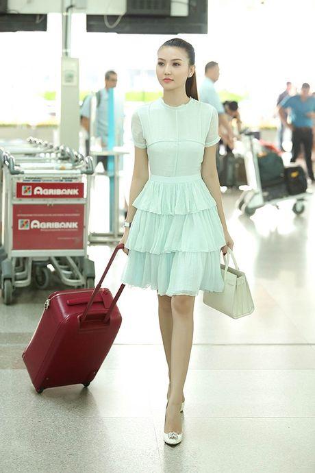 Ngoc Duyen thuy mi, Le Ha khoe eo thon len duong tham du Victoria's Secret 2016 - Anh 4
