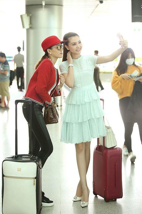 Ngoc Duyen thuy mi, Le Ha khoe eo thon len duong tham du Victoria's Secret 2016 - Anh 5
