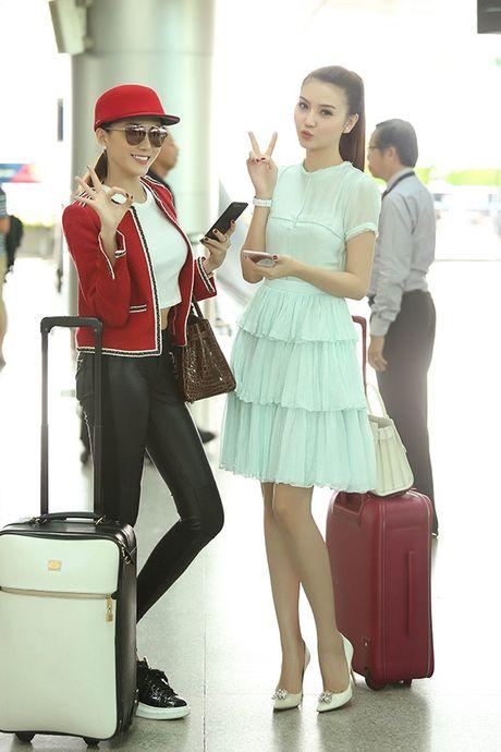 Ngoc Duyen thuy mi, Le Ha khoe eo thon len duong tham du Victoria's Secret 2016 - Anh 6