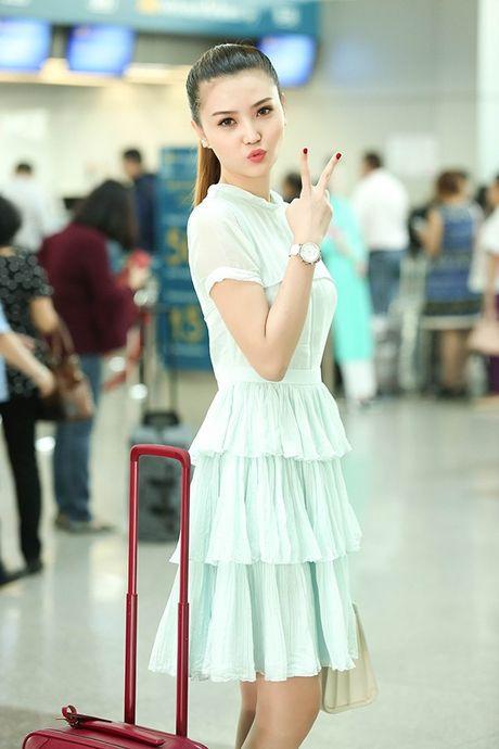 Ngoc Duyen thuy mi, Le Ha khoe eo thon len duong tham du Victoria's Secret 2016 - Anh 7