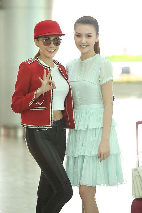 Ngoc Duyen thuy mi, Le Ha khoe eo thon len duong tham du Victoria's Secret 2016 - Anh 9