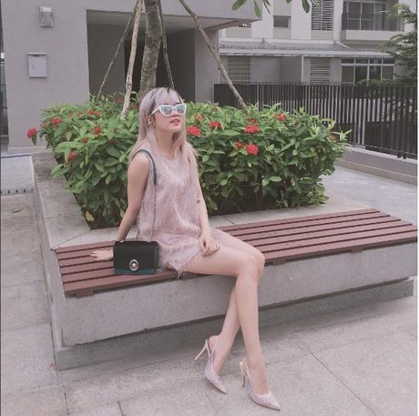 Phong cach thoi trang chang thua kem fashionista nao cua 'ban gai' Son Tung - Anh 15